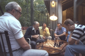 Flickr_-_Government_Press_Office_(GPO)_-_Chess_at_Camp_David (2)