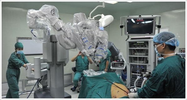 Robot Surgeon Completes First Operation – now we're really truly scared