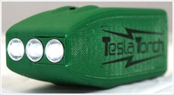 Tesla Torch – amazing DIY flashlight gives 1 min of light for every 1 second of hand cranking
