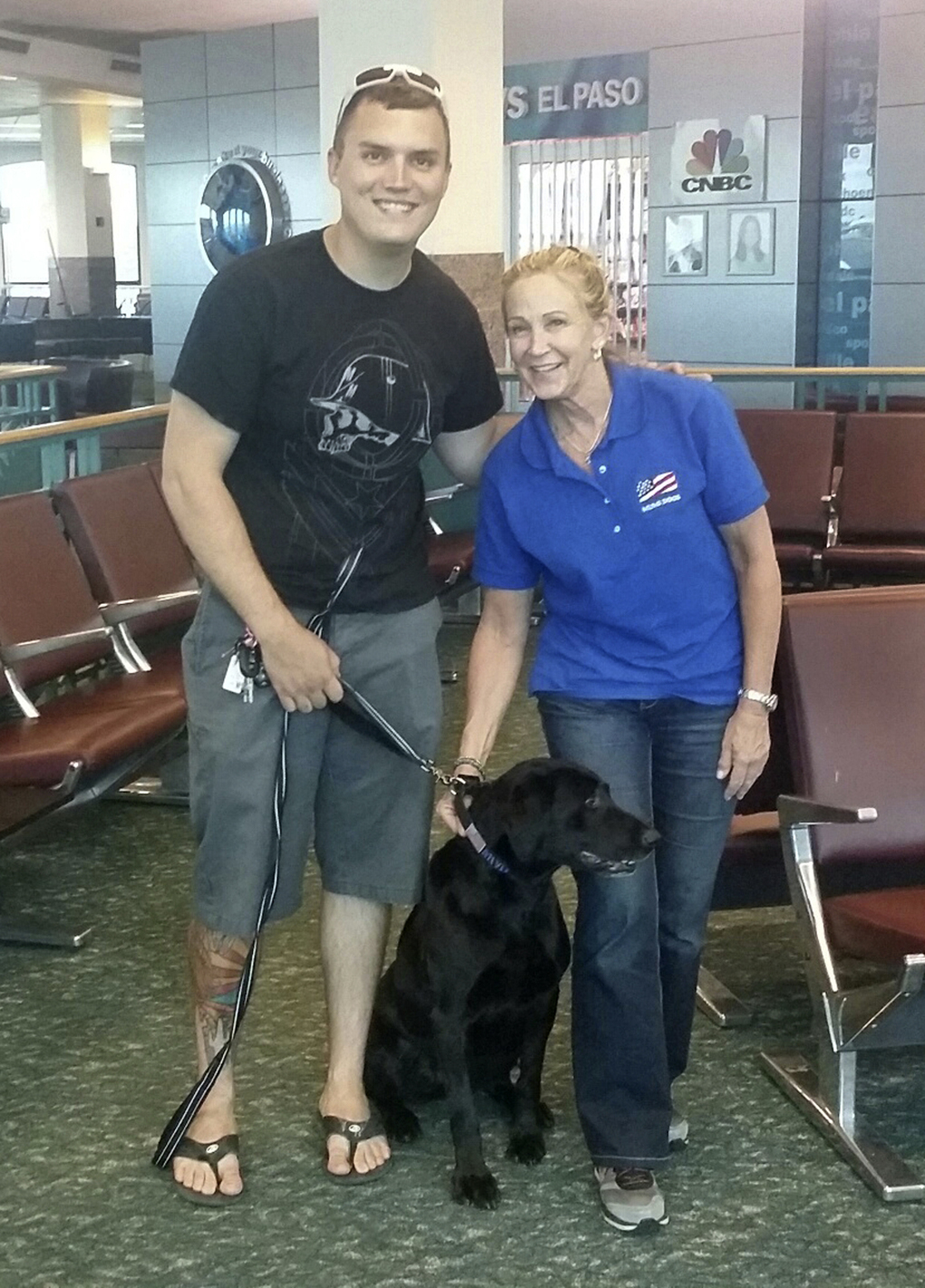 Flight Attendant Reunites Soldiers and Their Dogs
