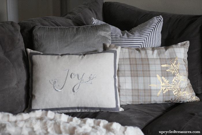 diy-holiday-placemat-pillows-upcycledtreasures