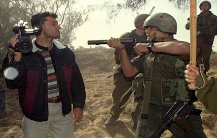 Israeli soldier threatens Palestinian journalist