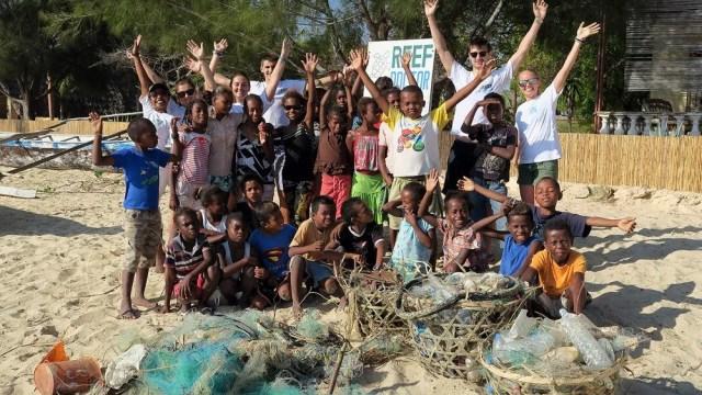 Junior ReefDoctors group after beach clean