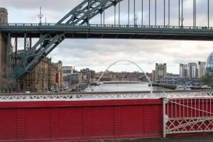 Blick von der Swing Bridge auf Millenium Bridge und Tyne Bridge