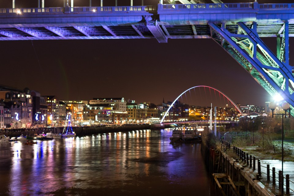 Silvester in Newcastle - Millenium Bridge bei Nacht