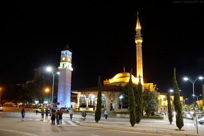 Albanien Reisebericht Reisetipps Tirana City Guide Ethem-Bey-Moschee bei Nacht