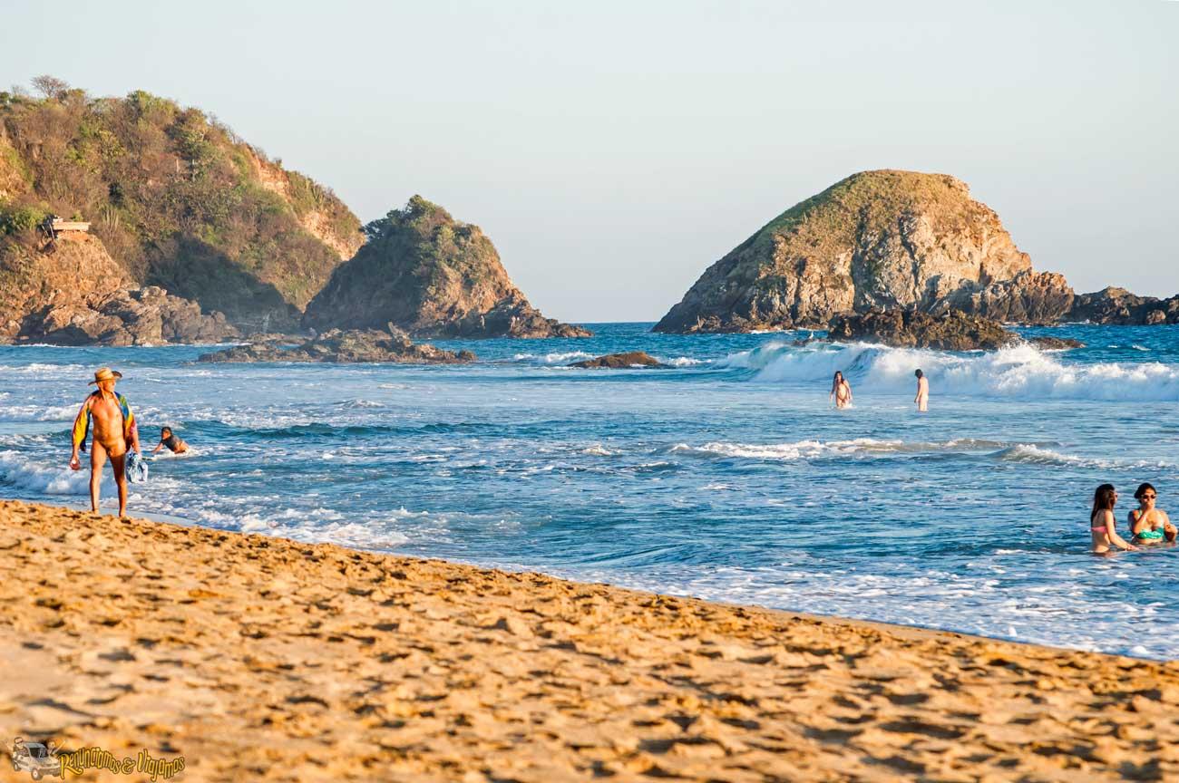 Playa-Zipolite-Oaxaca-Mexico-Renunciamos-y-viajamos-15.jpg (1300×864)