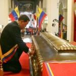 el dignatario leyó parte del primer informe forense de la investigación de los restos de Bolívar.