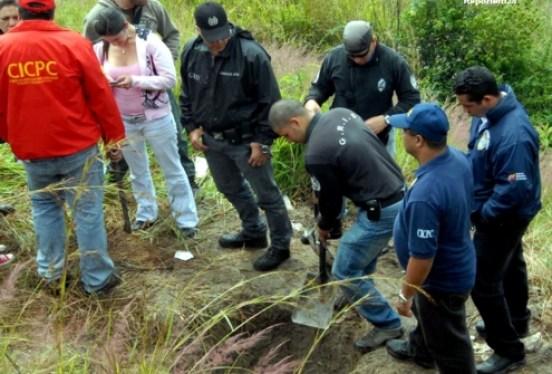 Una comisión del Cicpc del Oeste y del Grupo de Respuesta Inmediata de Policaracas capturó a Deivis José Avila Rojas, de 27 años de edad, miembro de la banda que descuartiza a sus víctimas y las entierra en el sector Los Pinos, Mata de Copei, Casalta III.