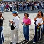 Fue la única economía que disminuyó en América del Sur este año. Funcionarios están racionando la moneda dura. Están aumentando las absorciones de empresas privadas.