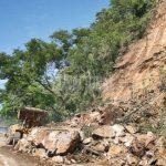 En la vía nacional Cumaná-Cumanacoa hubo fuertes derrumbes.  En el municipio Montes quedaron sin luz por más de 15 horas luego de que un árbol cayó encima de líneas de tensión