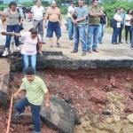 La ruptura de un tubo de agua debido a las lluvias partió en dos la vía Rubio-San Antonio