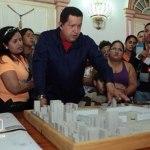 """Apelando a la excusa de la """"emergencia"""", el presidente Chávez adelantó que los poderes especiales que solicita a la Asamblea tendrá una vigencia mínima de 6 meses."""