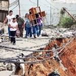 La gráfica el estado de los Telares después de las las lluvias de dic. 2010. Los cables de alta tensión están al ras del piso y ninguna autoridad presta auxilio a los damnificados.
