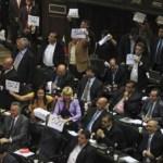 Los legisladores de la oposición señalaron que llevarán al Parlamento los casos de Pdval y del maletín de Antonini Wilson.