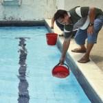 Los habitantes de dos edificios de Playa Grande sacaron agua de las piscinas para surtirse.
