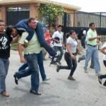 """Roderick Navarro, aclaró que los jóvenes liberados se encuentran bien, pero que les preocupa la salud de Lorent Saleh porque mantiene una """"herida sangrante"""" en la pierna."""