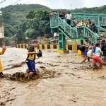 El estado Vargas, se convirtió en un torrente que arrastró barro y escombros por la vía principal del sector, debido a las precipitaciones.