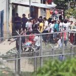 Al mediodía se observó a los internos de Rodeo I sacar de las instalaciones algunos cuerpos en camillas, mientras otro grupo salía en fila y desnudo. 73 presos fueron trasladados a otras cárceles.