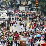 Familiares de los reclusos de varias cárceles protestaron durante dos horas cerca de Miraflores.