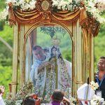 La Virgen lució el rosario de oro que le regaló el papa Benedicto XVI por los 100 años de su coronación.