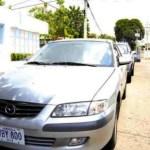 """El vehículo Mazda 626, propiedad de Emiro Rincón, quedó estacionado en la avenida 11, diagonal a """"Licores La Bonanza"""", tras el secuestro del empresario."""