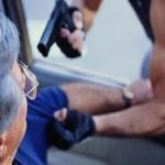Según fuentes policiales, un directivo de un canal de televisión iba dentro de uno de los vehículos involucrados en el tiroteo ocurrido durante la mañana del sábado en una gasolinera de Los Dos Caminos.