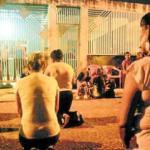 En el barrio donde creció y aún vive el catcher de los Tigres de Aragua, sus vecinos, quienes intentaron en vano impedir el secuestro, se mantienen en oración.