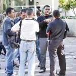 Parientes de las víctimas de la violencia estuvieron ayer reclamando los cuerpos de sus seres queridos en la morgue de Bello Monte.