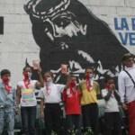 Chávez dice que deben haber infiltrados de la CIA en La Piedrita  y de grupos paramilitares en el colectivo La Piedrita.