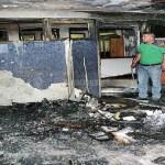 Un explosivo de gasolina fue colocado en la garita de vigilancia y lo activaron poco antes de la medianoche.