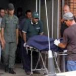 Familiares y amigos del general retirado Wilme Moreno, miraban con asombro el traslado del cadáver de militar retirado hacia la morgue de Barcelona. Familiares denuncia negligencia médica por tradanza de la clave de acceso.