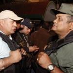 """Diosdado Cabello aclaró que están saliendo en grupos de 52 presos, """"los revisamos y se van en los autobuses""""."""