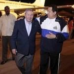 """Raúl Castro recibe a Chávez a su llegada este martes a La Habana para la """"recta final"""" de su tratamiento contra el cáncer."""