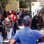 La Morgue de Bello Monte se observó llena de familiares de las víctimas de la violencia que esperaban la entrega de cadáveres.