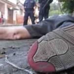 La creciente ola de crímenes violentos en la que se ha sumergido Venezuela es ahora el tema principal en la campaña, en la que el candidato Capriles culpa a  Chávez.
