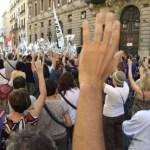 Cientos de empleados públicos protestan en Madrid contra los planes de austeridad anunciados por el presidente de Gobierno, Mariano Rajoy.