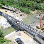 El paso por el nuevo puente fue abierto el 28 de agosto, hace tan solo trece días. Cruce del puente puede hacerse en dos horas en horas pico.