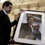 Mario Silva: Maduro me dijo, y me mandó una foto. Que la cara de él (Maduro) se había aparecido en el cuadro del comandante que está en el Cuartel de la Montaña, y que grabaron video y todo.