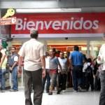 """""""En otros supermercados, hasta la la pasta dental y el pollo está más barato"""", se queja Yanet Castillo, una ama de casa con cuatro hijos que vive en el sector La Bombilla de Petare."""