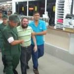 """Yo compré a 60 mil bolívares (se refería a la última mercancía que le llegó). No puedo venderlo a seis"""", decía el comerciante Hakim Riffai durante la intervención en su tienda."""