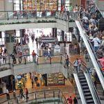Las visitas a los centros comerciales se han reducido 60%, según Datanálisis.