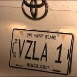 El vehículo oficial venezolano asignado al cónsul de Aruba, un Toyota Camry blanco de placa  VZLA 1, Carvajal, DEA, EEUU