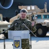 Petro Porosenko, militarizat si cu Glock la indemana