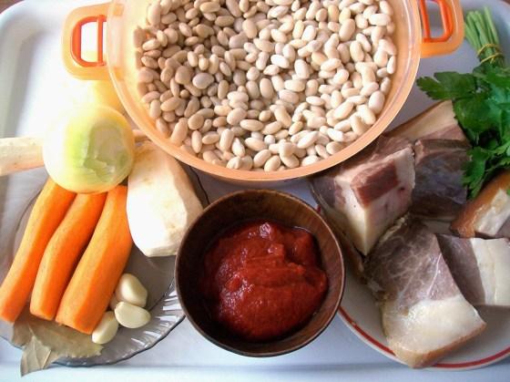 ingrediente fasole cu afumatura