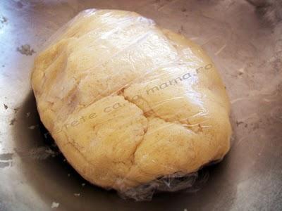 Preparare Prajitura cu branza dulce si stafide 2