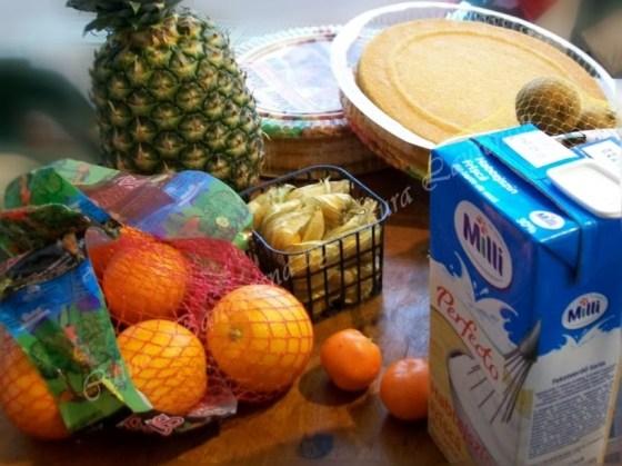 tort cu fructe si frisca ingrediente