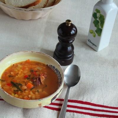 Ciorba de fasole cu tarhon si afumatura