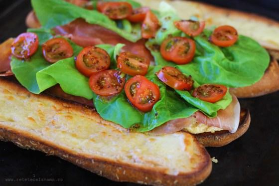 preparare sandwich cu sunca si ou 5