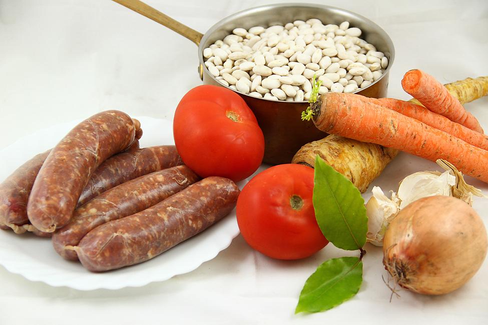 ingrediente fasole cu carnati